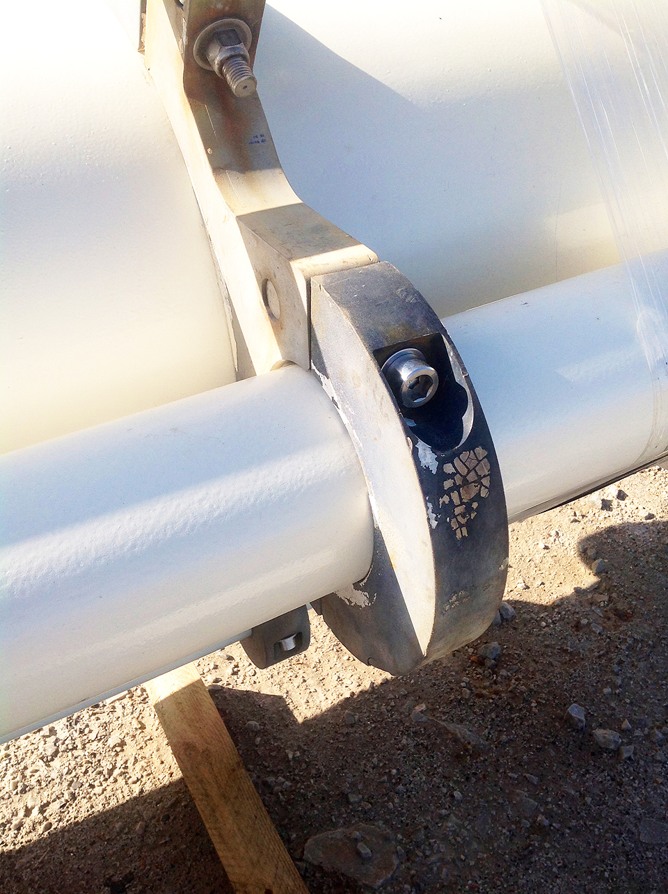 Clamps with Stainless Steel Capscrews & Oil & Gas